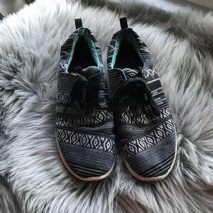 TOMS Black White Blue Aztec Sneaker sz 9